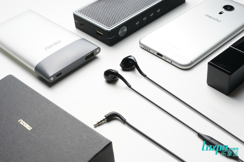 MEIZU_earphone_16.jpg